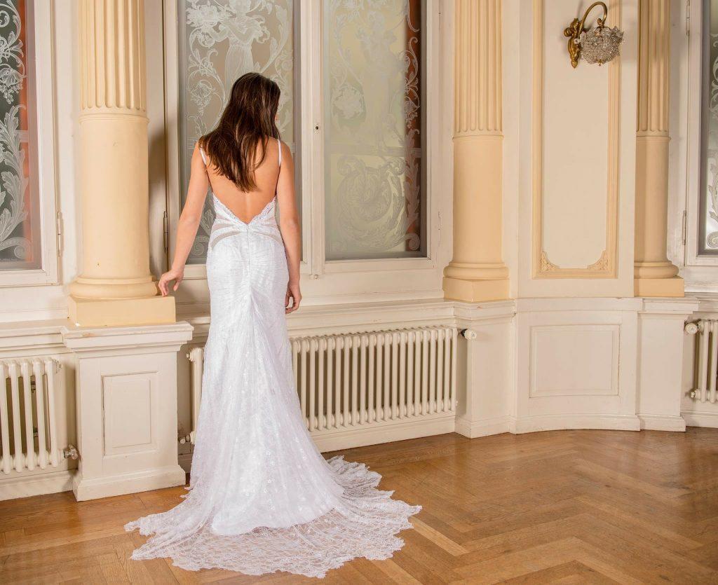 wedding-dress-301815_1920