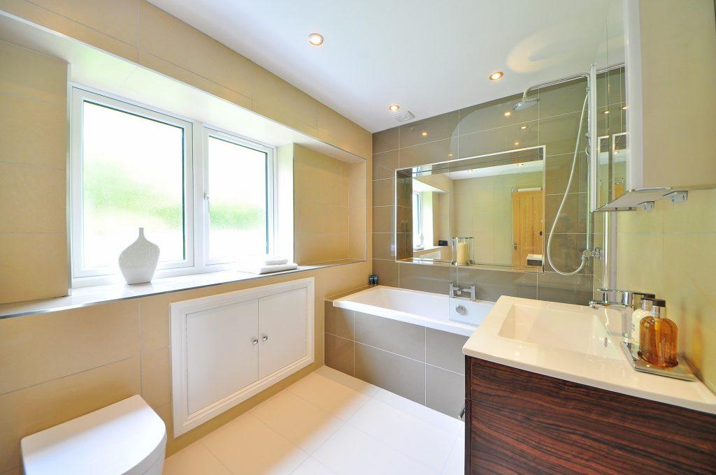 bathroom-1336167_1920