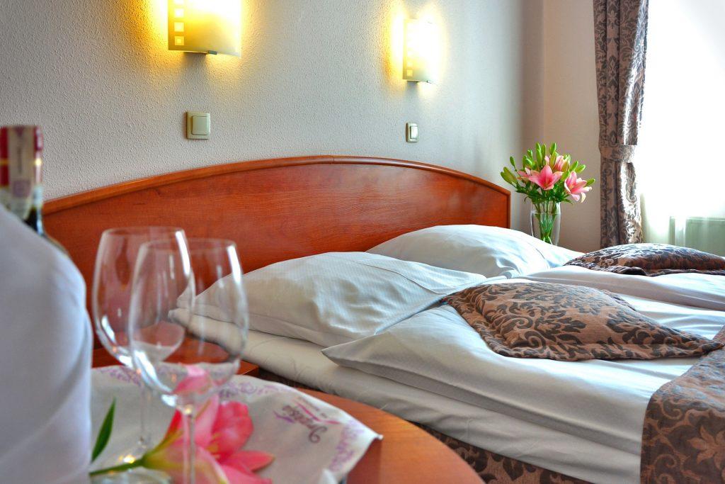 hotel-room-1261900_1920