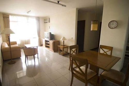 Sewa apartemen pondok klub villa iii - 2 br - furnished (tersewa)