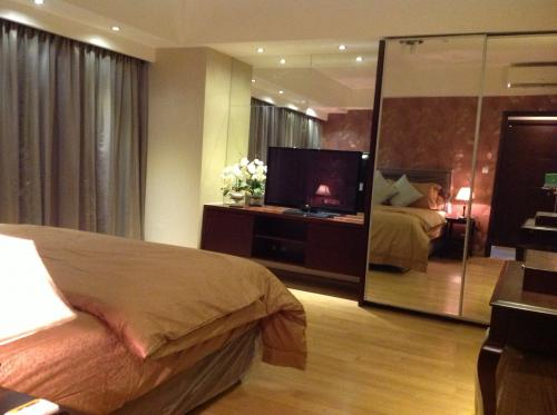... – Tower Avalon – 3 BR Full Furnished + Study and Maid Room
