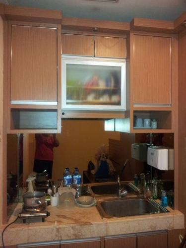 Sewa apartemen cervino village casablanca studio type for Kitchen set apartemen