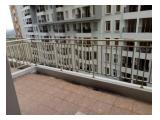 Very large balcony can sit 20 people