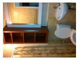 Ruang kamar mandi dan perlengkapannya