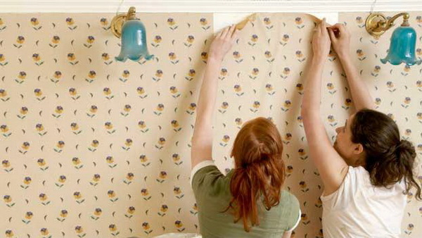 10 cara mudah pasang wallpaper ala tukang profesional