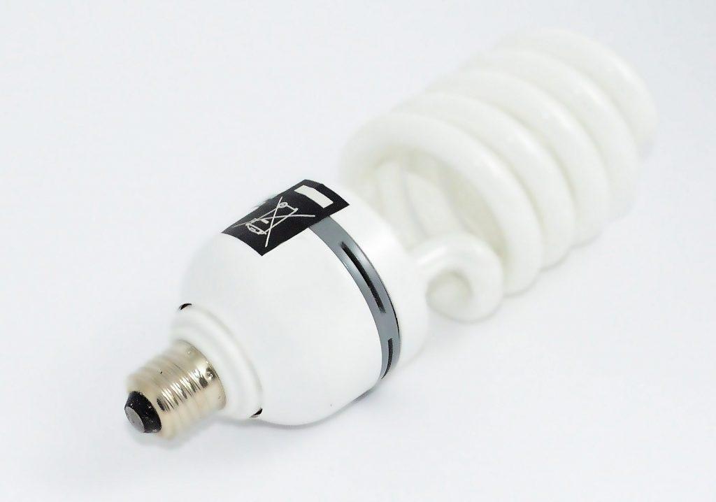 the-light-bulb-428286_1920