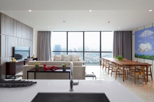 Harga Miring Sewa Brand New Apartemen Casa Domaine Shangri La Hotel Jakarta Pusat 2 3 Br Luxurious Design 149675
