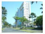 Tampilan bangunan dilihat dari Jalan  Raya